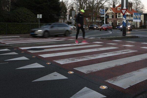 Knipperlichtjes moeten oversteek bij rotonde Utrechtseweg in Hilversum veiliger maken